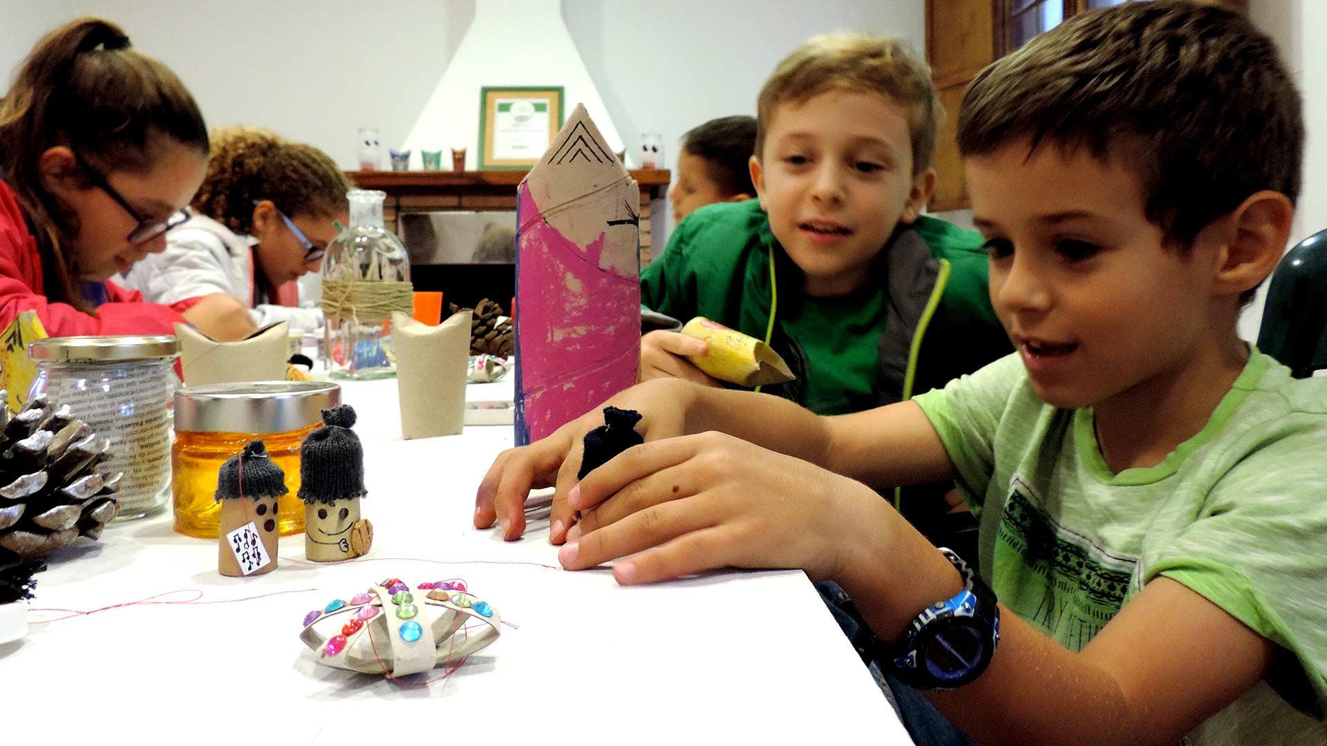 Taller de Manualidades Econavideñas para Niños